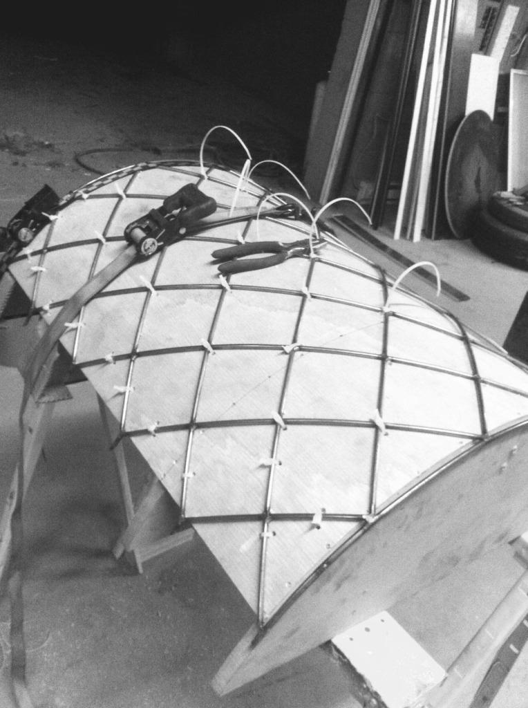 curve-mold-plastic-tie